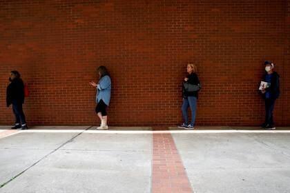 Otros 2,4 millones de estadounidenses solicitaron subsidio de desempleo la semana pasada