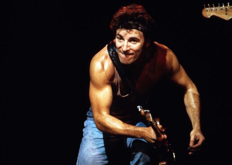 En enero de 1980, con su vincha y su musculosa (Shutterstock)