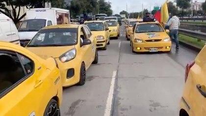 Plan tortuga de los taxis en la Avenida Suba, Bogotá. Cortesía.