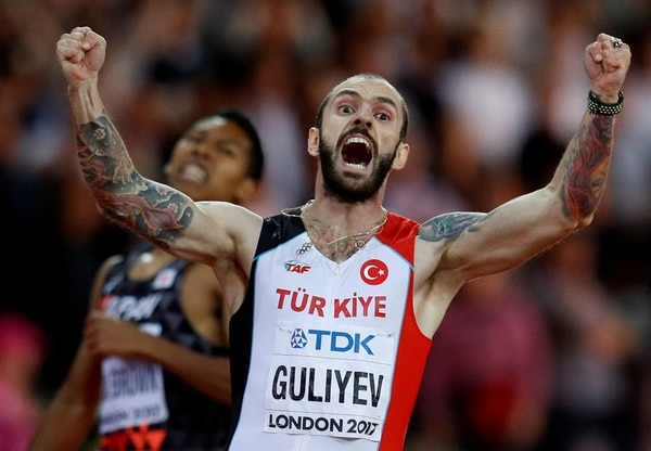 El atleta turco Ramil Guliyev tras finalizar una carrera (REUTERS/Phil Noble)