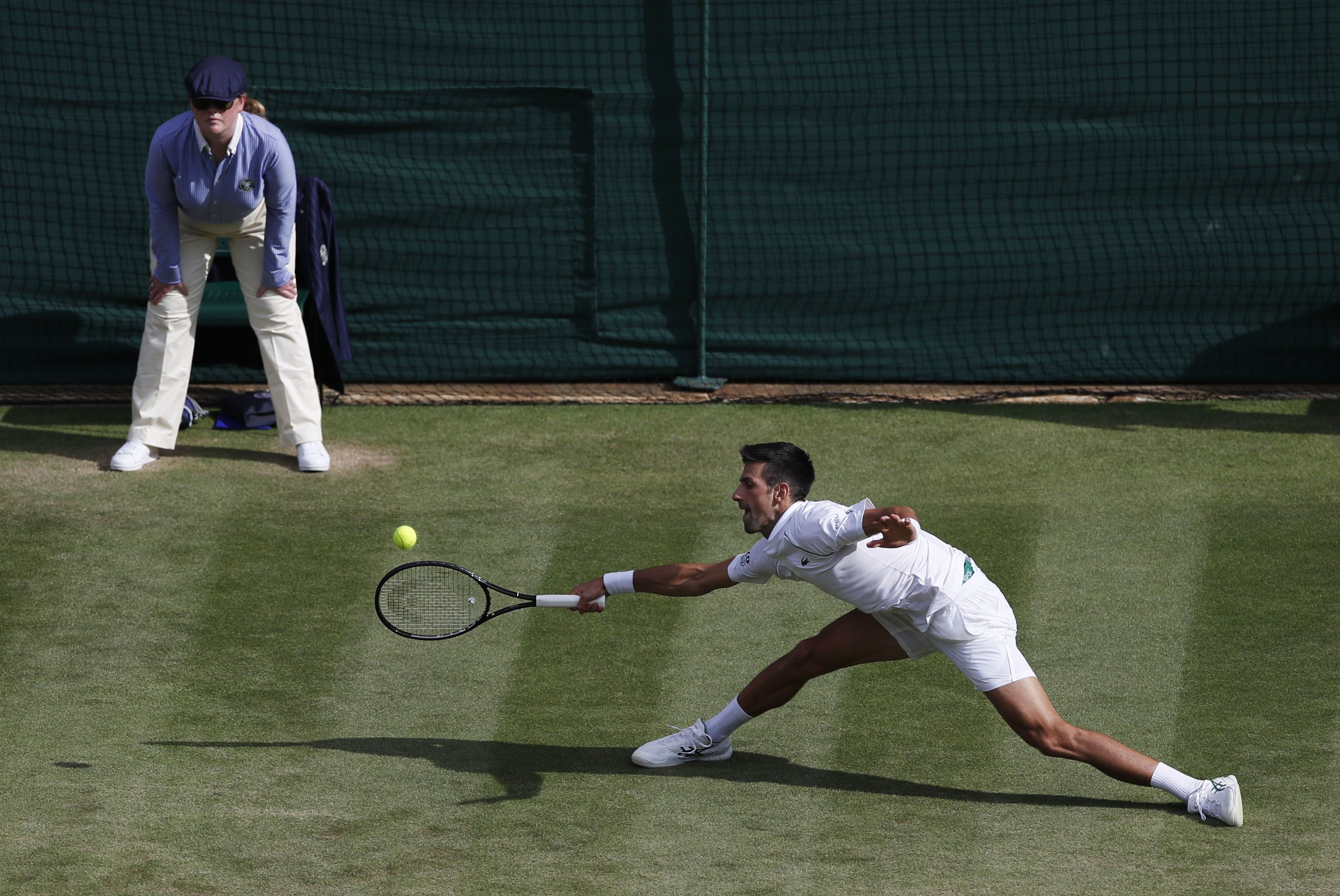 Djokovic sufrió el terreno en su primer partido en Wimbledon (Reuters)