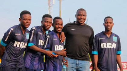 La leyenda de Mozambique, Mano Mano junto a las promesas que juegan en la filial de Racing