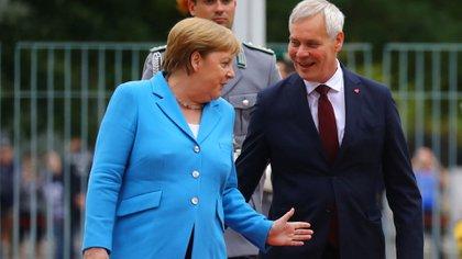 """Merkel continuó con sus actividades oficiales programadas y desde su entorno aseguran que la canciller """"está bien"""" (Reuters)"""