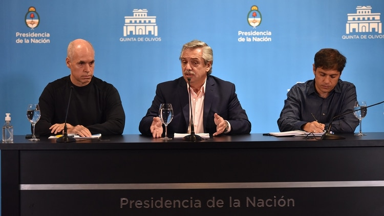 El presidente Alberto Fernández junto al jefe de Gobierno porteño, Horacio Rodríguez Larreta, y el gobernador de la Provincia de Buenos Aires, Axel Kicillof, durante la conferencia en la quinta de Olivos (Foto: Franco Fafasuli)