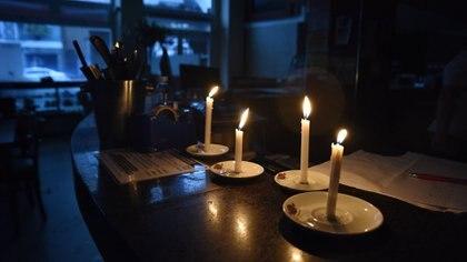 Los cortes de luz continuaban en menor cantidad durante la mañana del jueves. (Franco Fafasuli)