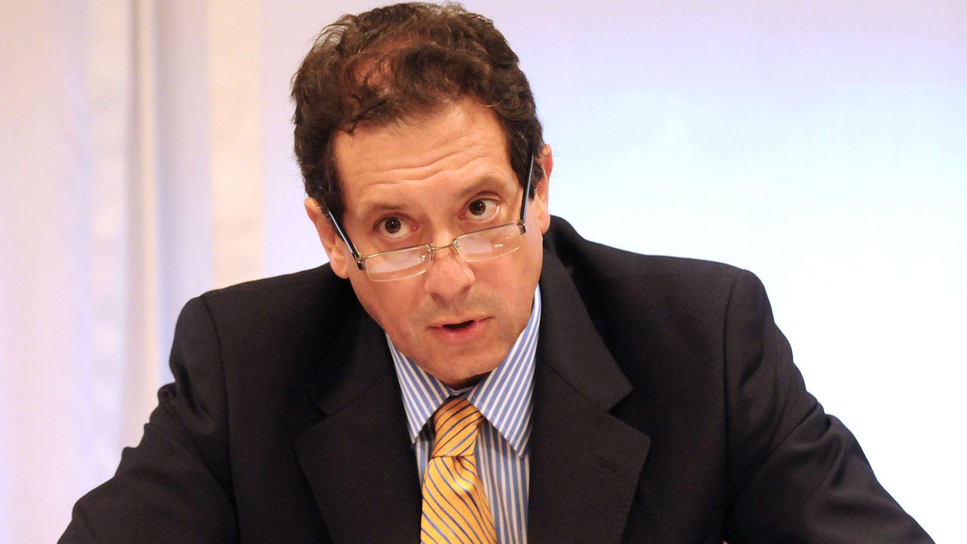 Miguel Pesce, presidente del BCRA, El Central dispone el sistema de turnos teniendo en cuenta el que administra Vanoli desde la Anses  (NA)
