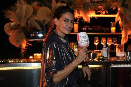 Mona Gallosi en la barra del nuevo bar (Crédito: prensa HSBC)