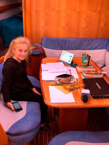 La hora del estudio para María Paz.