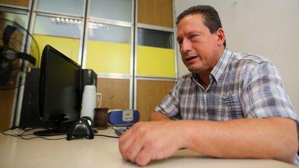 Marcos Foglia en su oficina de la Dirección de Discapacidad, en la zona del puerto de Mar del Plata