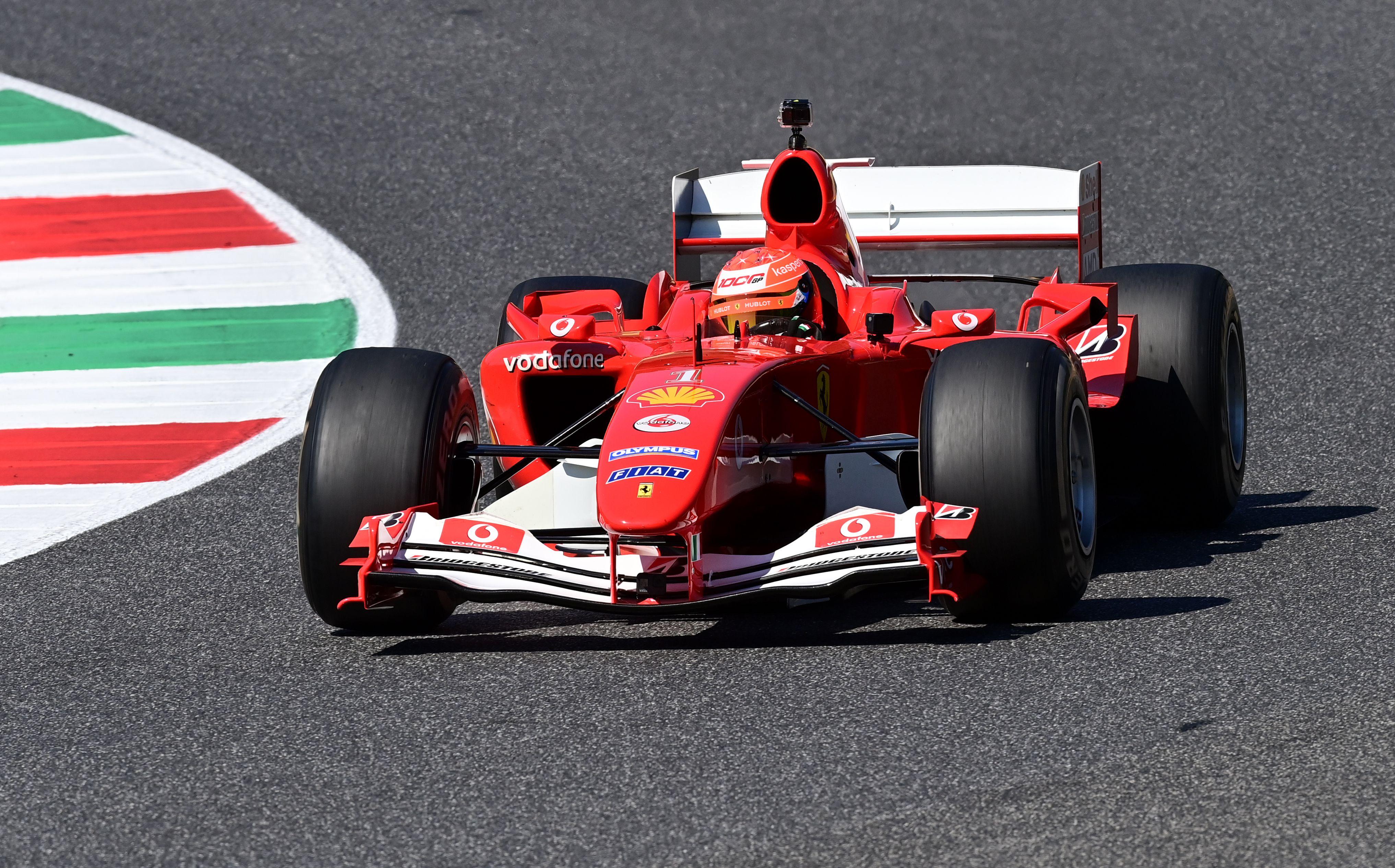 ¿Celebración? Fue solo para la estadística el marco especial que tuvo Ferrari por sus 1.000 carreras. Foto: REUTERS/Miguel Medina