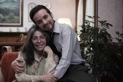 Verónica Castro regresa al cine y celebra el trabajo de su hijo Michel; en la foto aparece con el actor Jesús Zavala (Foto: Efe)