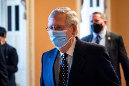 En la imagen el líder republicano del Senado de EE.UU., Mitch McConnell. EFE/EPA/JIM LO SCALZO