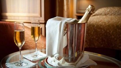En medio del cierre restaurantes y la crisis hotelera, una cadena cinco estrellas ofrece cenar en las habitaciones: cuánto cuesta el menú y qué incluye