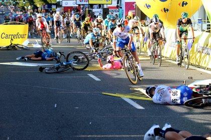 El accidente indignó a uno de los organizadores que exigió la descalificación de Groenewegen  (EFE)