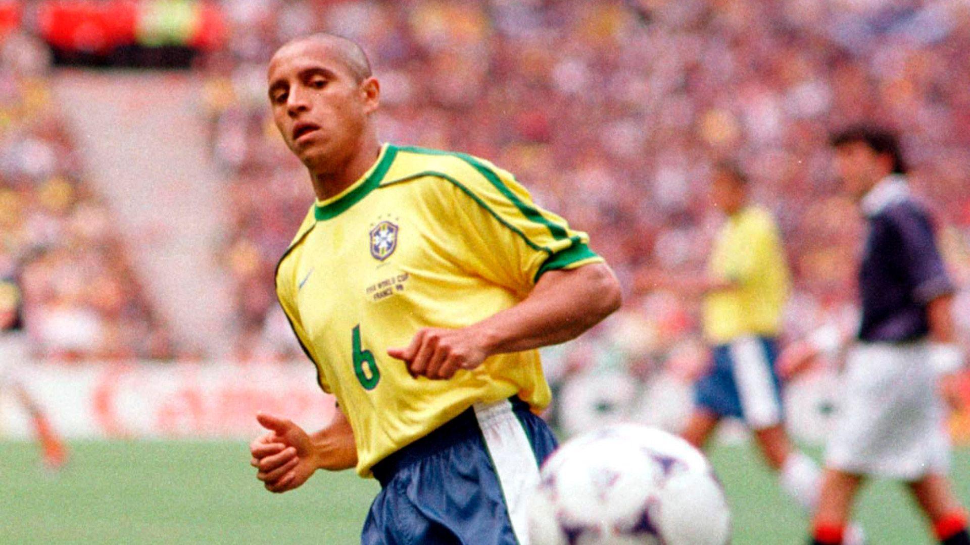 Roberto Carlos fue parte del seleccionado de Brasil en el Mundial de 1998 que perdió la final ante Francia (Shutterstock)
