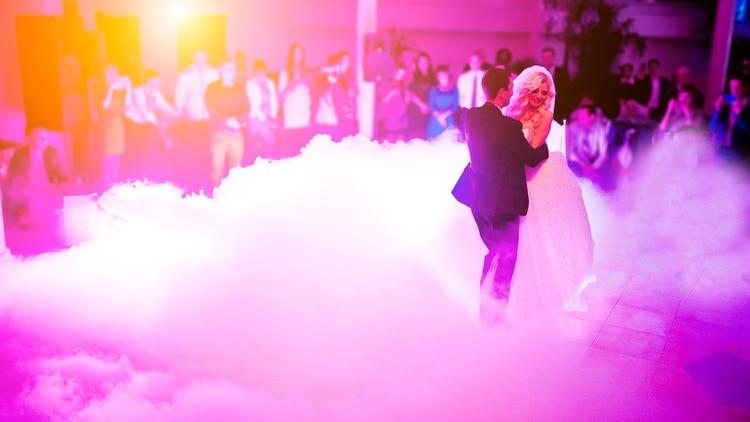 Las máquinas de humo son un clásico en fiestas y shows (Shutterstock)