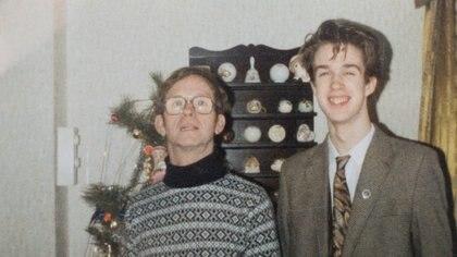 El autor y su padre en la Navidad de 1988