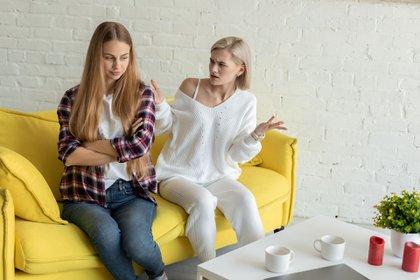 El clima de pareja, y por ende de la familia, se torna más tenso en hogares en tiempos de aislamiento o cuarentena (Shutterstock)