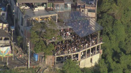 Miles de personas en una fiesta clandestina en Río de Janeiro