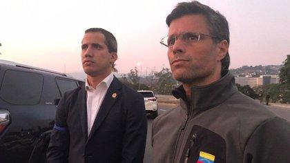 "Juan Guaidó y Leopoldo Lopez en la base aérea ""La Carlota"" (@leopoldolopez)"