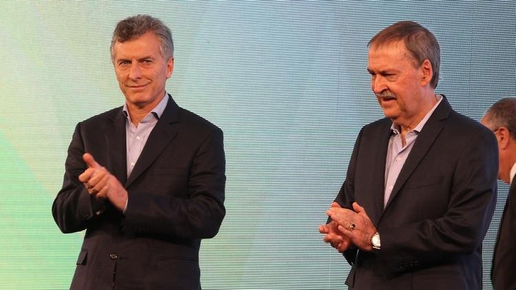 El presidente Mauricio Macri junto a Juan Schiaretti
