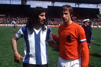 Ayala (Argentina) y Johan Cruyff (Holland) en 1974 (Foto: Shutterstock)