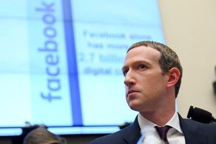 El CEO de Facebook, Mark Zuckerberg, criticó a Apple por el cambio en su política de privacidad (REUTERS/Erin Scott/File Photo/File Photo)
