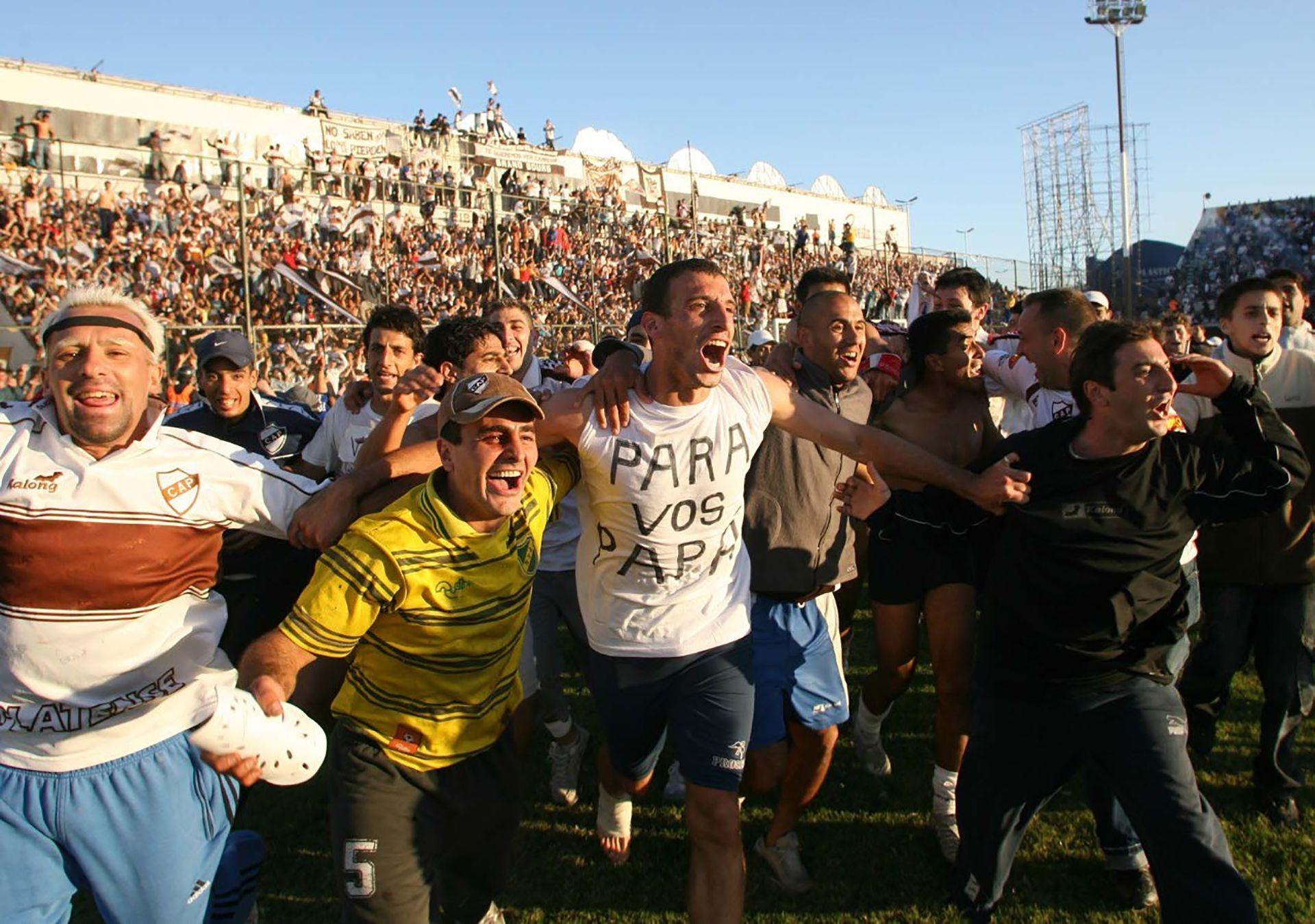 Durante el ascenso con Platense a la Primera B Nacional en 2006