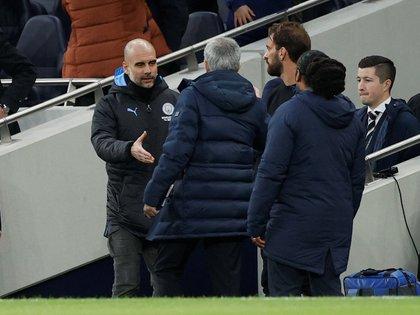 el frío saludo entre Mourinho y Guardiola Foto Reuters/