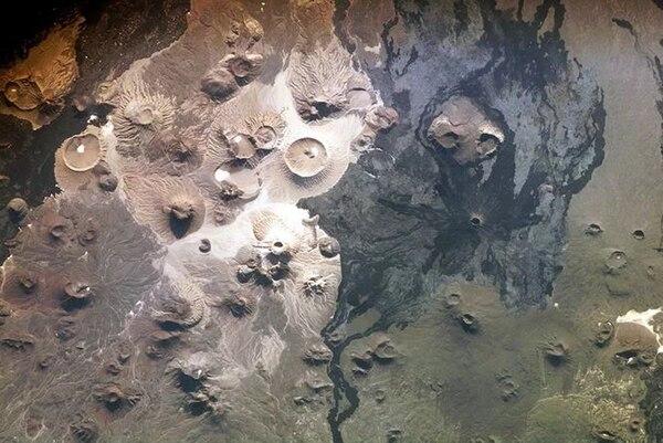 Imagen sátelital de la NASA del campo de volcanes