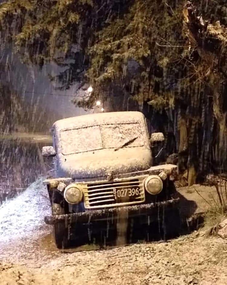 Un momento intenso del chaparrón de nieve en La Dulce (@Estacion_bcp)