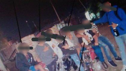 Los prófugos del caso en la foto que llevó a su identificación.