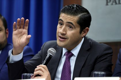 En la imagen un registro del ministro de Finanzas de Ecuador, Richard Martínez (EFE/José Jácome/Archivo)