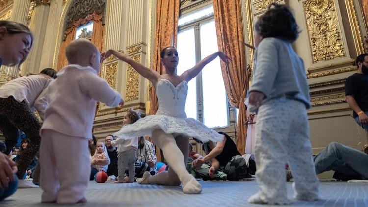 Sonó El Carnaval de los animales, de Camille Saint-Saëns. Luego, una bailarina atrajo la atención de los pequeños (Adrián Escandar)