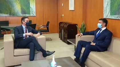 Nicolás Maduro arremetió contra el presidente español, Pedro Sánchez, por haber recibido a Leopoldo López (PSOE)