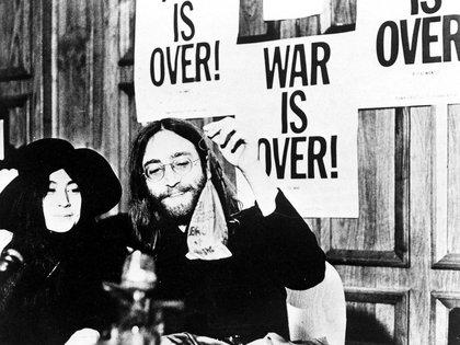 John y Yoko y los grandes carteles: The war is over (Media Press/Shutterstock)