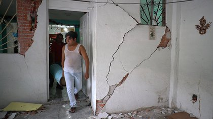 Vista de una vivienda afectada debido al sismo de 7.4 de magnitud en la localidad Crucecita, municipio de Huatulco en el estado de Oaxaca (México) Foto: (EFE/ Daniel Ricardez)
