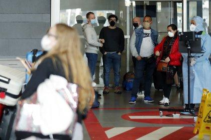 Los pasajeros que deseen ingresar a Colombia deben presentar una prueba de PCR negativa, la cual se realizó 96 horas antes de la llegada.  EFE / Mauricio Duñas Castañeda / Archivo