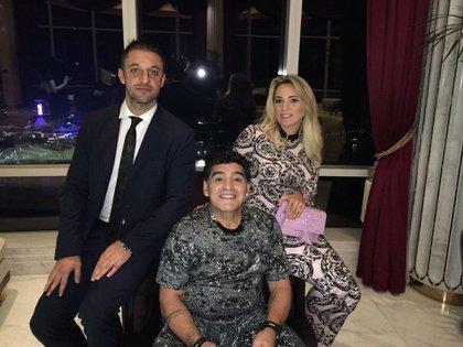 Matías Morla junto a Diego Maradona y Rocío Oliva