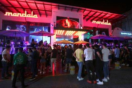 Playas llenas, fiestas al aire libre y un turismo consistente, así lucía el icónico Caribe mexicano - en el suroriental estado de Quintana Roo- durante las fiestas navideñas y ahora, en plena cuesta de enero, el turismo nacional y extranjero continúa presente. (Foto: EFE)