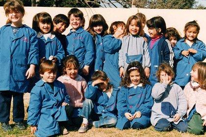 Lionel Messi en una imagen junto a sus compañeros de jardín. Es el primero de la izquierda en la fila de abajo