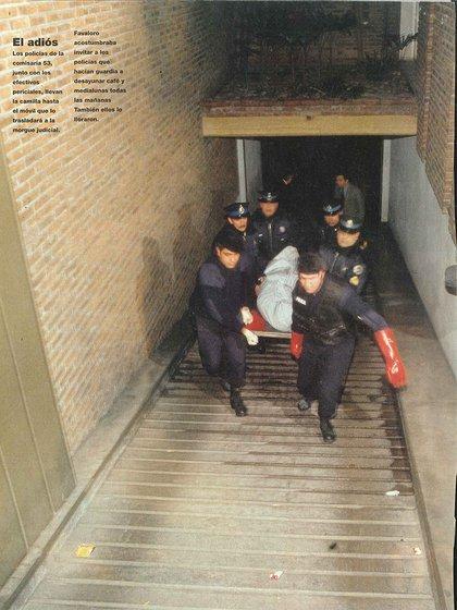 La Policia retira los restos de Favaloro de su departamento (Gentileza Archivo Tea y Deportea)