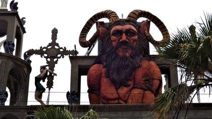 La estatua rojo es el símbolo emblemático de la casa (Foto: captura de pantalla)