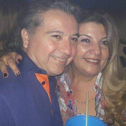 Carlitos junto a su mujer, Alejandra Brondo (Foto: Facebook)