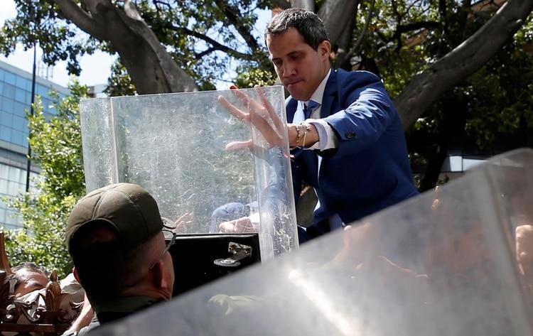 La Guardia Nacional le impidió a Guaidó el ingreso a la Asamblea Nacional (REUTERS/Manaure Quintero)