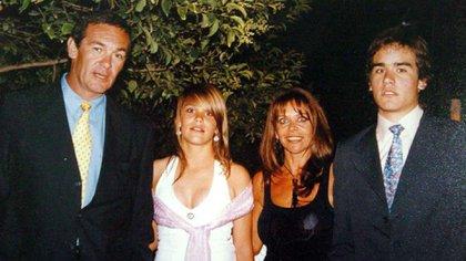 La familia, cuando nadie imaginaba la tragedia: Marcelo Macarrón, Nora Dalmasso y sus hijos Valentina y Facundo.