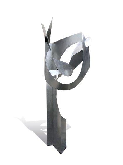 -Volumen espacial, Iommi. Acero inoxidable. Año de Concepción 1960. Año de realización 2012 (3,40 metros)