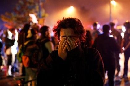 La reacción de uno delos manifestantes durante las protestas por la muerte de George Floyd