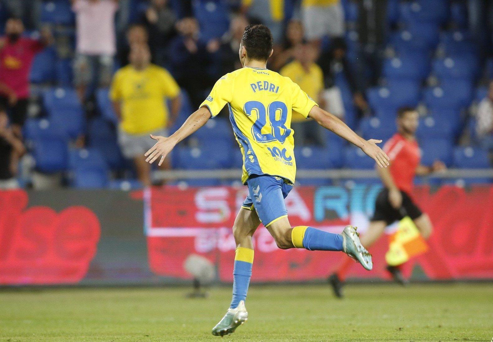 Pedri celebra un gol con Las Palmas