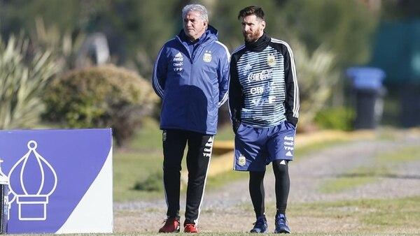Lionel Messi junto a Jorge Burruchaga